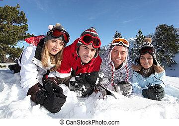 quattro, vacanza, amici, sciare