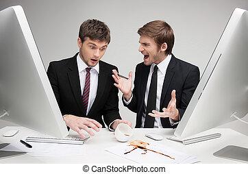 que, trabalhando, olhar, negócio, pessoas, argumentar, zangado, sentando, dois, jovem, enquanto,  done!,  you've, lugar