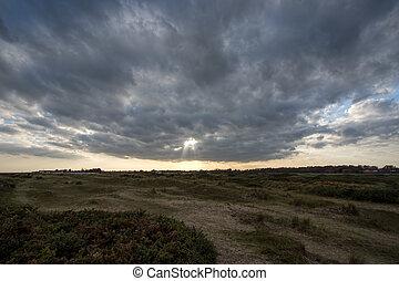 quebrar, sky., sol, nublado, clouds., partir, distante, deserto, através, paisagem