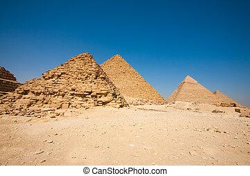 Queen Pyramid Menkaure Khafre Cheops