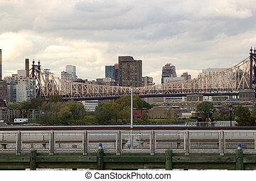 The Queensboro Bridge connecting midtown Manhattan and Queens, New York