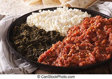 queijo, ayibe, ethiopian, kitfo, ervas, injera, close-up.,...