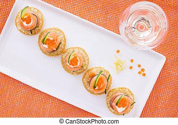 queijo creme, salmão, e, caviar, aperitivo, ligado, mini, blini, ligado, fundo alaranjado