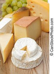 queijo, ligado, um, tabela madeira