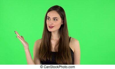 quelque chose, femme, like., pointage, main, nods, côté, écran, pouce vert, alors, spectacles