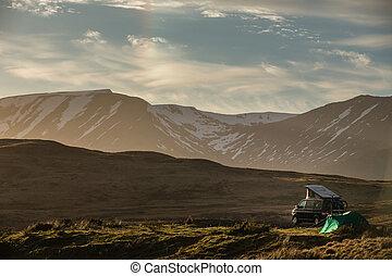 quelqu'un, splendide, ecosse, campeur, -, cette nuit, pays montagne, trouvé, agréable, tache, paysage, tente