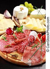 queso, salame, fuente, hierbas