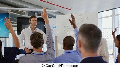 questions, présentation, business, homme affaires, attrayant, audience