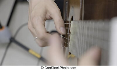 Quick play guitar right hand