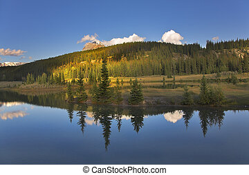 Quiet - Charming lake in northern Canada, fur-trees and...