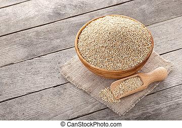 quinoa seeds in bowl