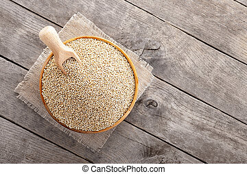 quinoa seeds in bowl