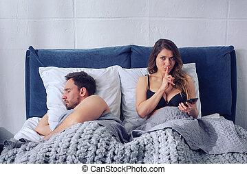 quoique, concept, petite amie, bavarder, infidélité, autres, sleeps., secrètement, il