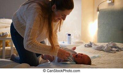 quoique, peu, couches, nouveau né, parents, happiness., lit, hygiène, mère, soucier, famille, crier, pleurer, changer, concept, vêtements, night., bébé, aimer