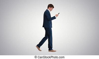 quoique, téléphone, sérieux, homme affaires, utilisation, cadran, gradient, voix, arrière-plan., marche