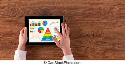 quotidiennement, tablette, rapport, main, analyser, nourriture