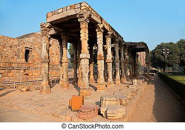 Qutb Minar complex - India - Sandstone pillars at the Qutb...