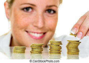 räddning, kvinna, med, stapla av pengar, på, pengar