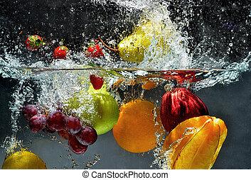 rå frukt, plaska, in, vatten