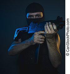 rånare, bemanna, träff, beväpnat, och, farlig, man, med, balaclava, och, skottsäker undertröja, begrepp, mördare, avtal
