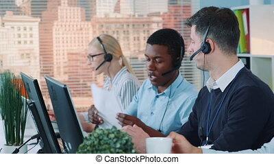 réception, caucasien, agent, soutien, sien, conversation, important, client, quoique, collègue, client, document