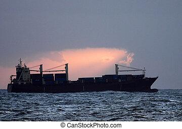 récipient bateau, crépuscule