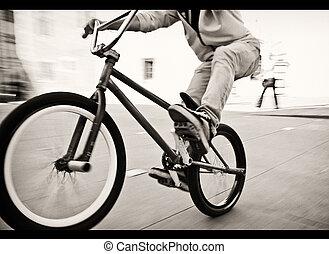 récolte, rue, bmx, bicyclette voyageant, adolescent