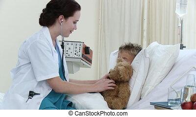 récupération, peu, docteur, conversation, femme, hôpital, garçon, jouer