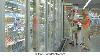 réfrigérateur, supermarché, famille