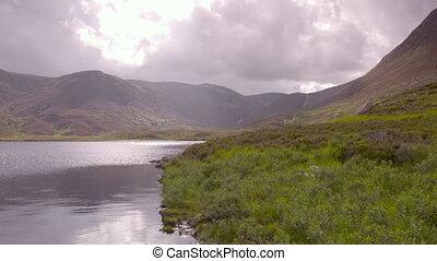 région montagneuse, nuages, loch, ecosse, |, ...
