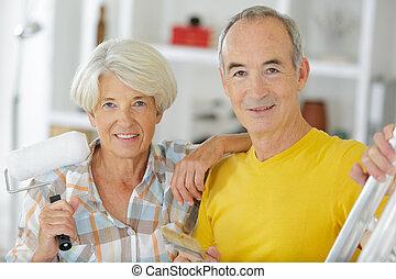 rénovation, outils, personnes âgées accouplent
