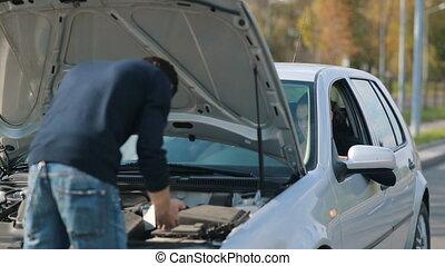 réparation, cassé, femme, homme, voiture