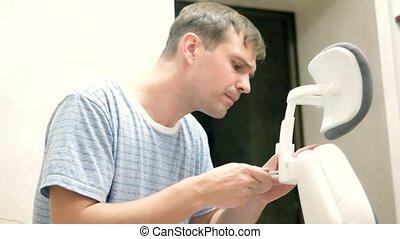 réparation, concept, montage, bureau, jeune, montage, chair., homme, meubles