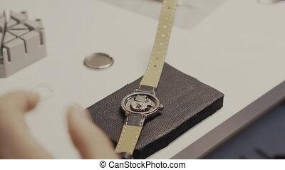 réparation, horloger, gros plan, montre-bracelet