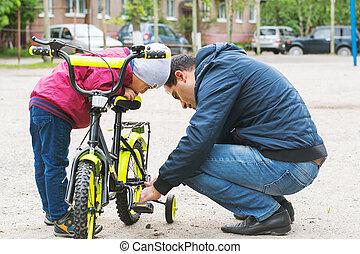 réparation, papa, vélo, dehors