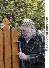 réparation, portail, vieil homme