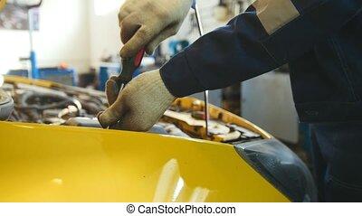 réparation, service, automobile, -, détail, mécanicien, voiture, unscrews, capuchon
