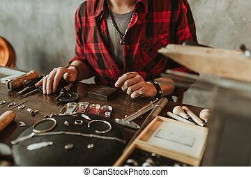 réparation, sur, bijouterie, pensée, photo., haut, tondu, jeune, artisan, fin