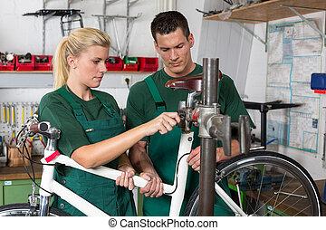 réparation, vélo, vélo, mécanicien, apprenti