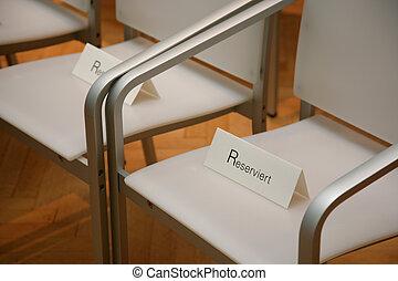 réservé, sièges