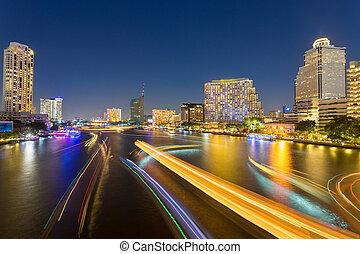 résumé, urbain, crépuscule, bokeh, et, refléter, bateau, transport, lumière, depuis, eau, dans, ville, fond