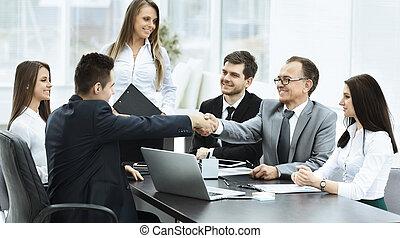 réunion affaires, les, table, et, poignée main, de, associés
