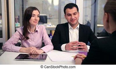 réunion, couple, financier, jeune, conseiller
