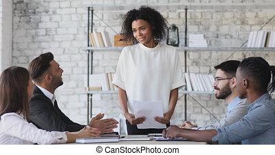 réunion, obtenir, femme, groupe, africaine, heureux, patron,...
