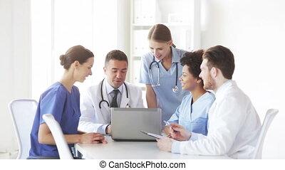 réunion, ordinateur portable, groupe, médecins hôpital