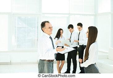 réussi, equipe affaires, avant, a, réunion affaires, dans, les, vestibule
