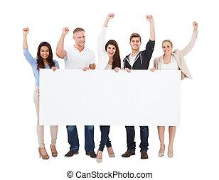 réussi, gens, tenue, vide, panneau affichage