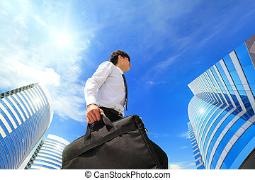 réussi, homme affaires, dehors, côté, bâtiment bureau