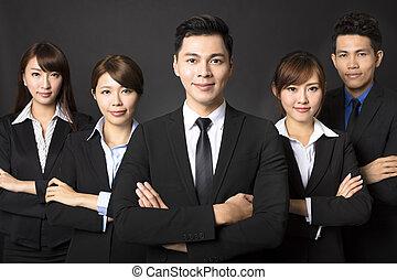 réussi, homme affaires, jeune, equipe affaires