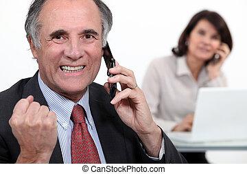 réussi, homme affaires, téléphone